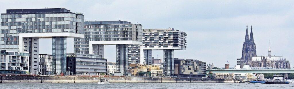 Panorama Köln - Rhein, Kranhäuser & Kölner Dom